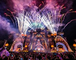 The Fantastic World Where One Can Enjoy EDM and Rides