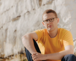 FLOATING POINTS PREVIEWS HIS NEW LIVE SHOW: WATCH
