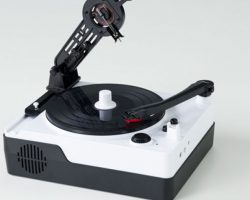 THIS NEW TURNTABLE CUTS YOUR OWN VINYL AT HOME